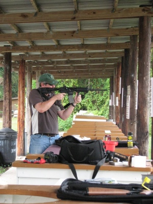The author scaring the target (photo courtesy Sigtalk.com)